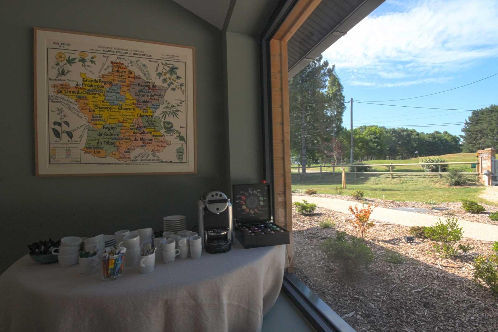 Pause café avec vue sur le jardin
