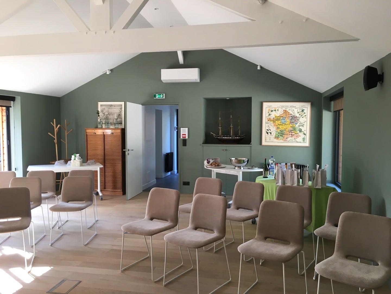 le-coin-des-aromates-salle-de-seminaire-30 personnes -format theatre